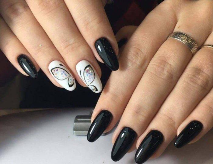 Бело-черный маникюр