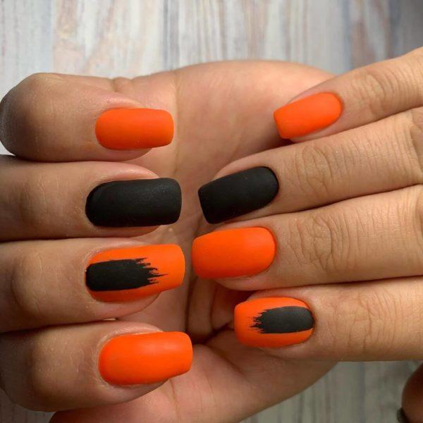 Черно-оранжевый матовый маникюр
