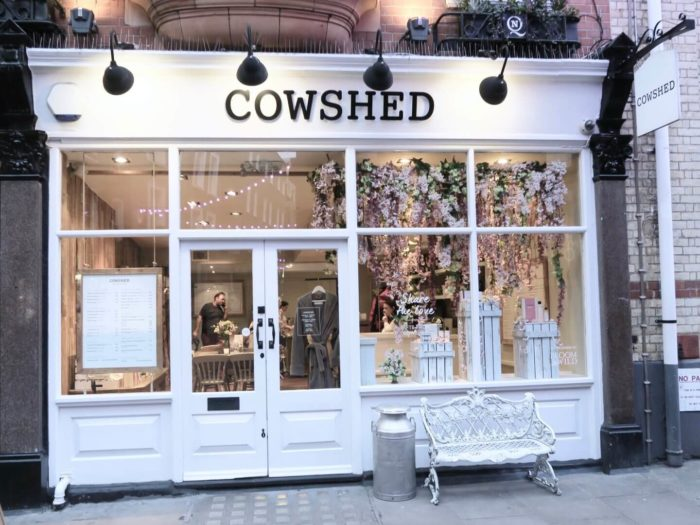 Входная группа салона Cowshed