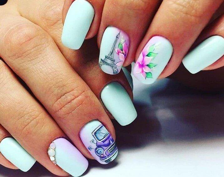 Дизайн ногтей с цветами и эйфелевой башней