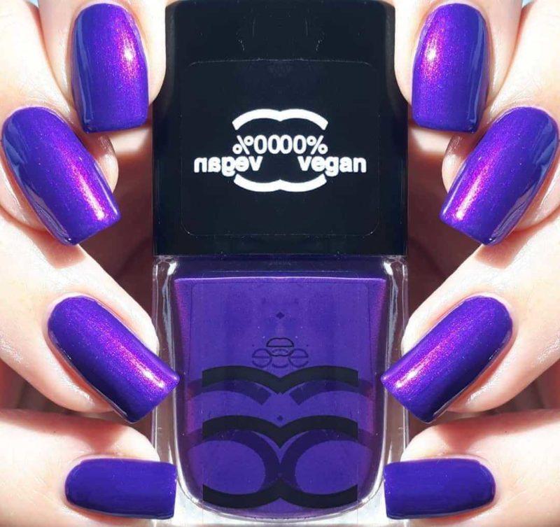 Яркий фиолетовый маникюр на длинные ногти