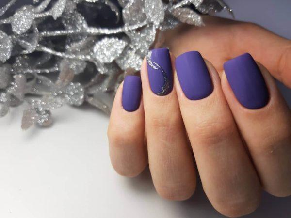 Фиолетовый простой маникюр