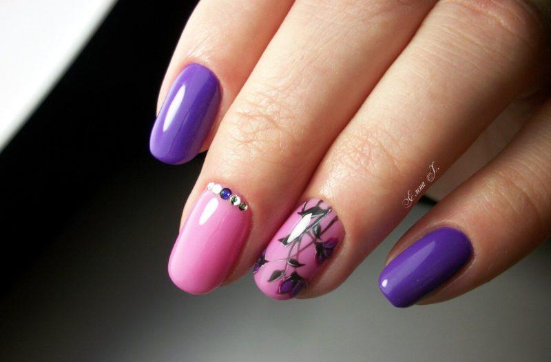 Фиолетово розовый маникюр на короткие ногти