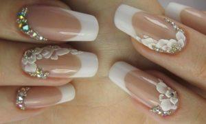 Классический свадебный френч на длинных ногтях