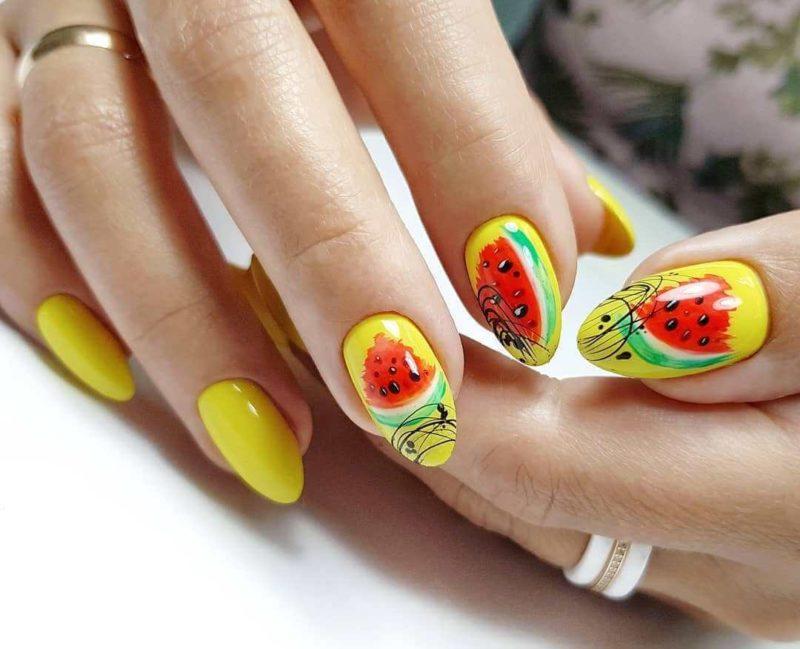 Желтый нейл-дизайн с арбузами