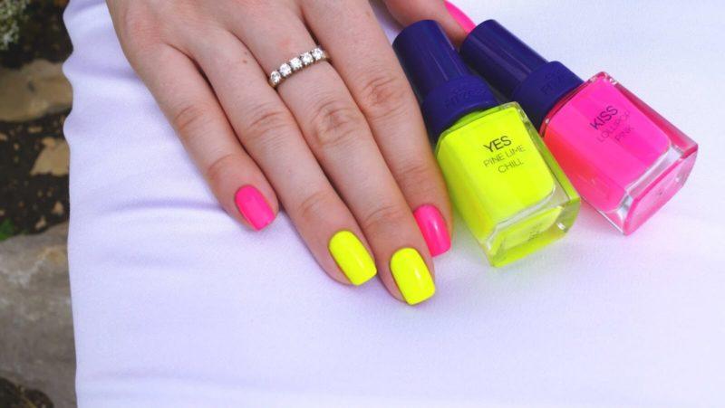 Желто-розовый неоновый маникюр