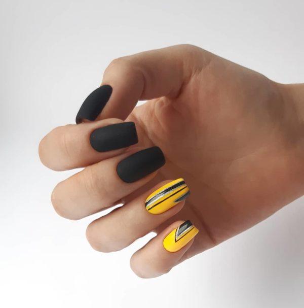 Желтый с черным геометрический маникюр