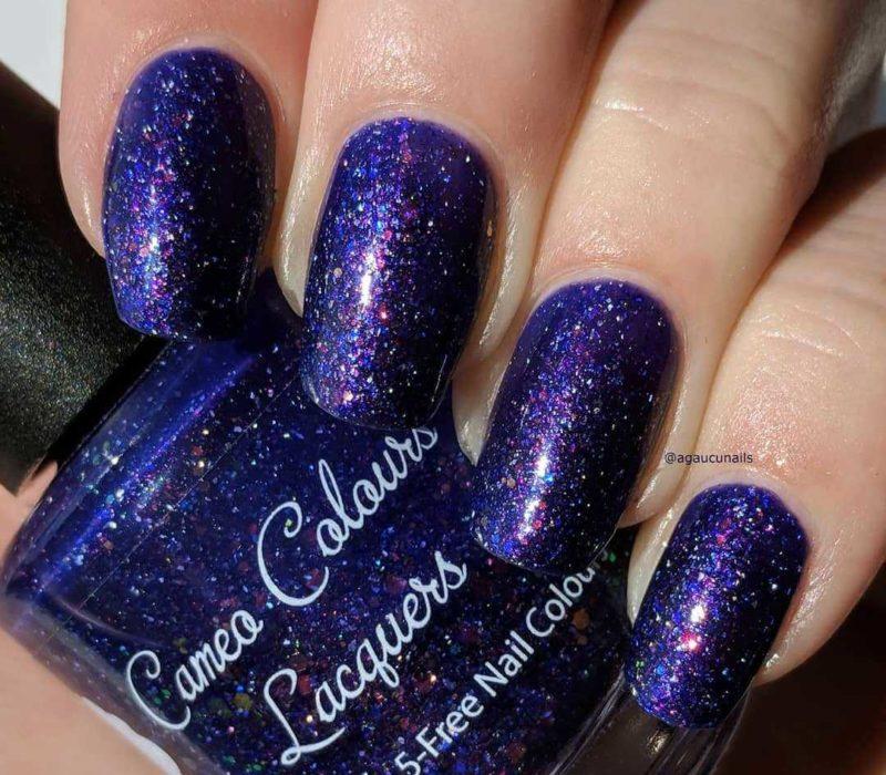 Индиго глиттером дизайн ногтей