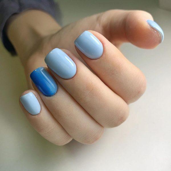 Голубой маникюр на короткие ногти с синим