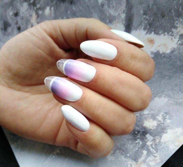 Белый градиент на длинные ногти