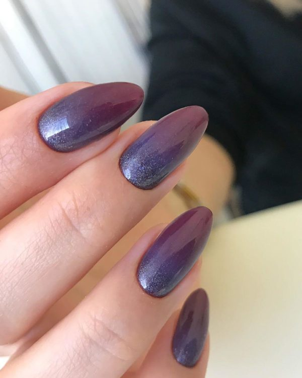 Фиолетовый градиент на длинные ногти