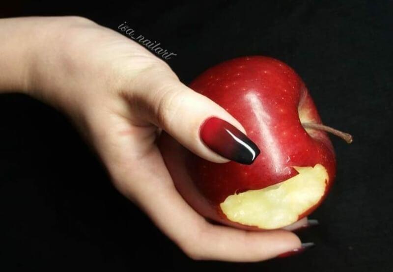 Красно-черный градиент на длинные ногти