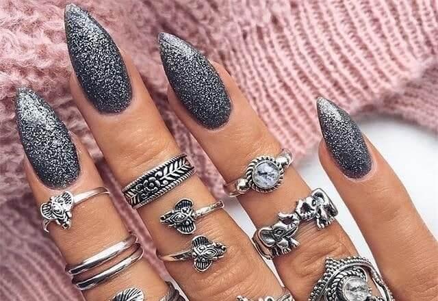 Темно-серебряный маникюр