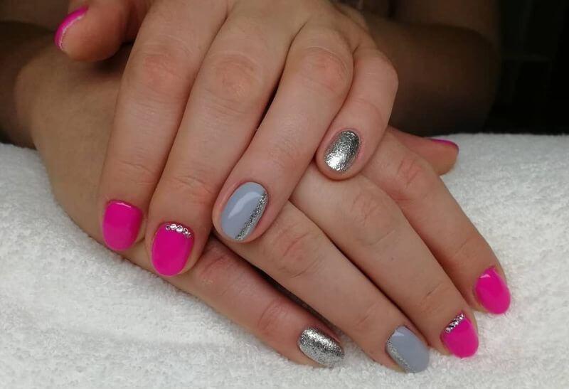 Маникюр с серебром на короткие ногти