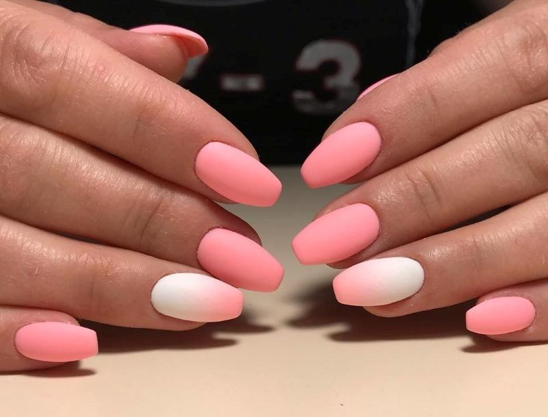 Матовый градиент на ногтях