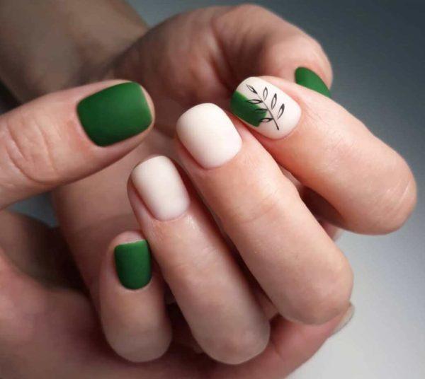 Идея зеленого матового маникюра