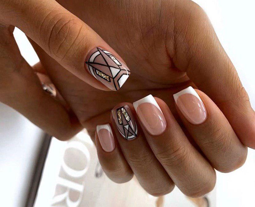класический френч с дизайном геометрия на квадратных ногтях
