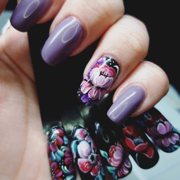 Классическая жостовская роспись и фиолетовые ногти