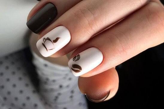 Рисунок кофе на ногтях