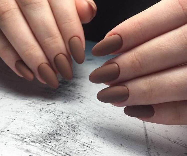 Коричневый матовый дизайн ногтей