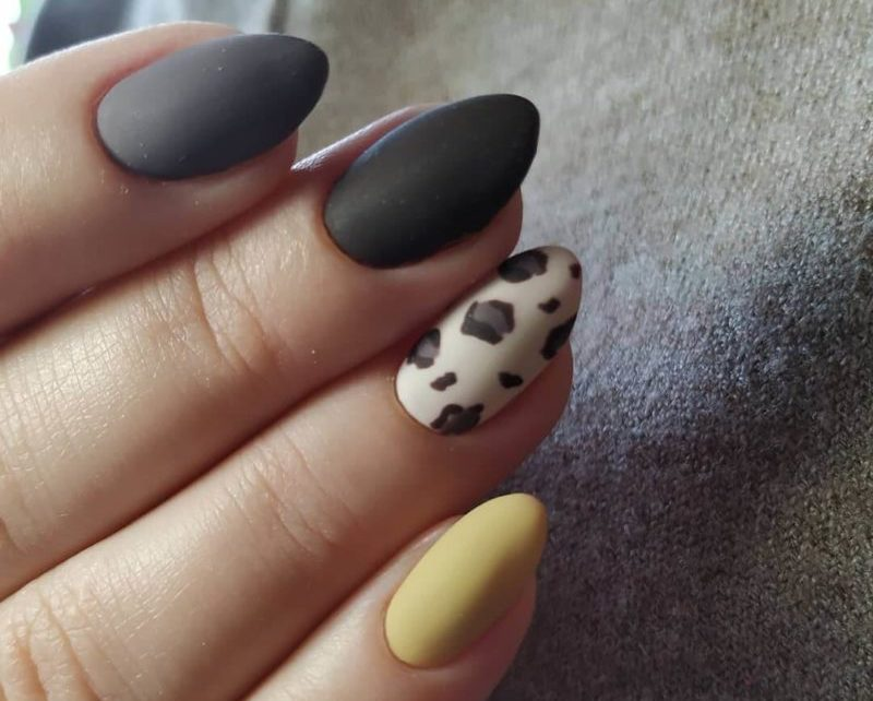 Короткие ногти с рисунком