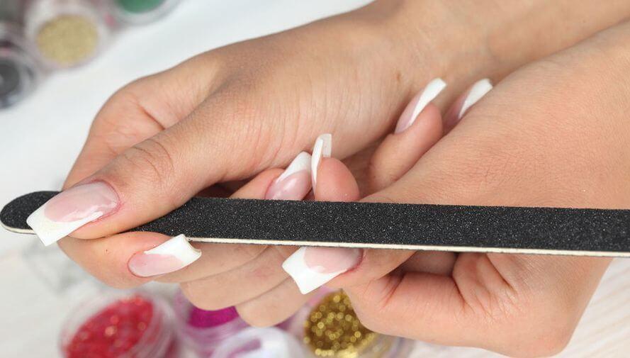 Коррекция нарощенных гелем ногтей