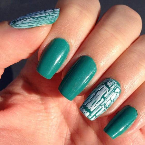 Бирюзовый кракелюр на длинные ногти