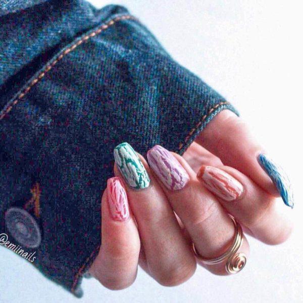 Разноцветный кракелюр на длинные ногти
