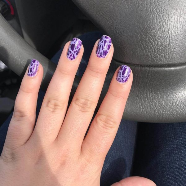 Фиолетовый кракелюр на короткие ногти