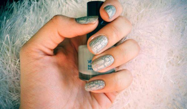 Серый кракелюр на короткие ногти