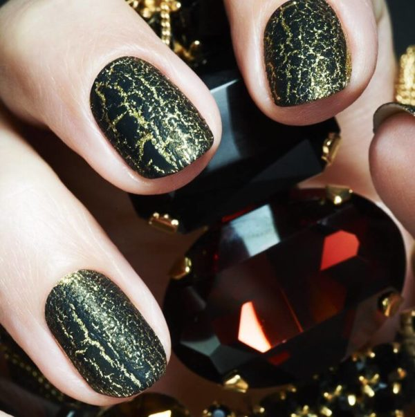Золотой кракелюр на короткие ногти