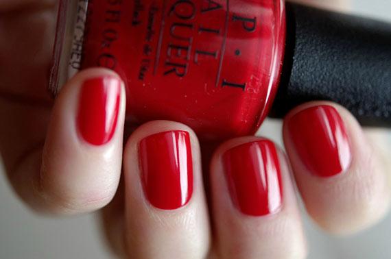 Красные красивые короткие ногти