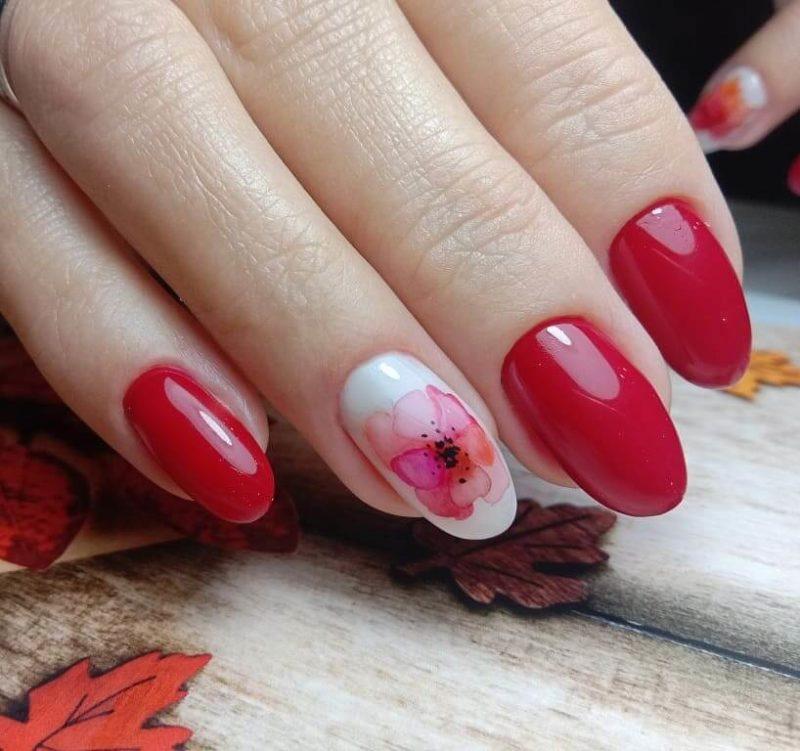 Красная акварельная роспись на длинные ногти