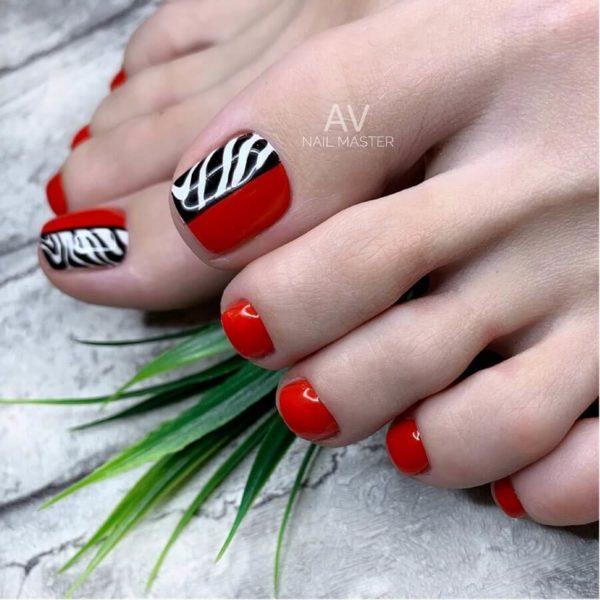 Красный педикюр с рисунком зебра