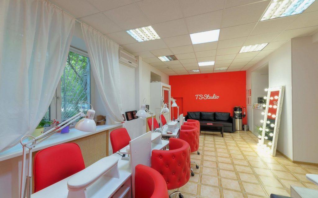 Красно-белый дизайн салона красоты
