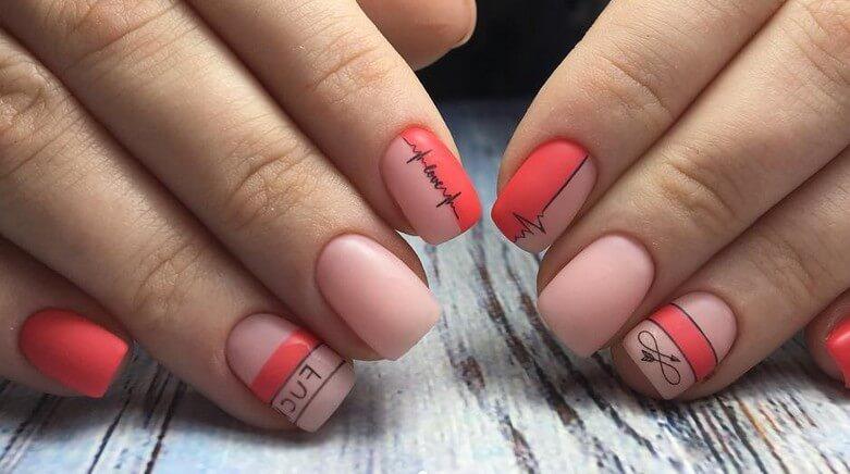 Красный простой на коротких ногтях