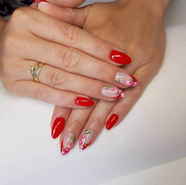 Красный маникюр с жостовской росписью