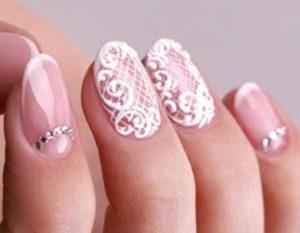 Кружева на короткие ногти - идея для свадебного маникюра