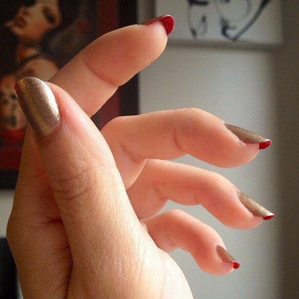 Лабутен-маникюр на короткие ногти - золото