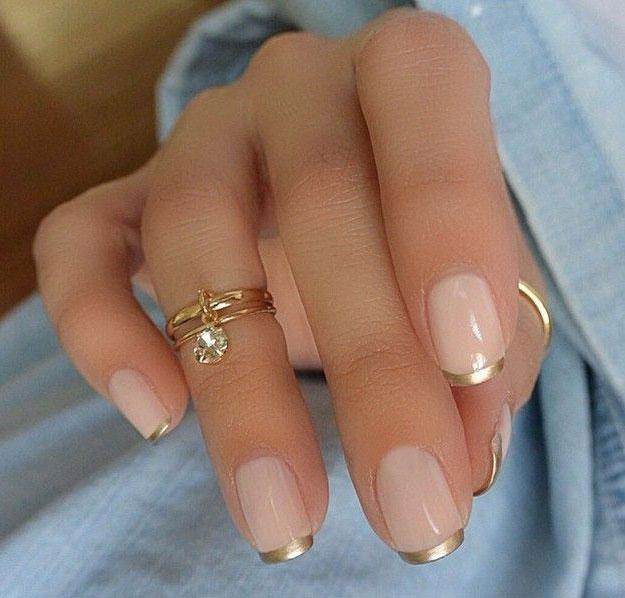 Линия улыбки ногтей