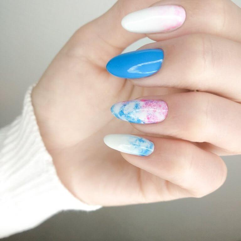 Акварельная роспись с узором на длинные ногти