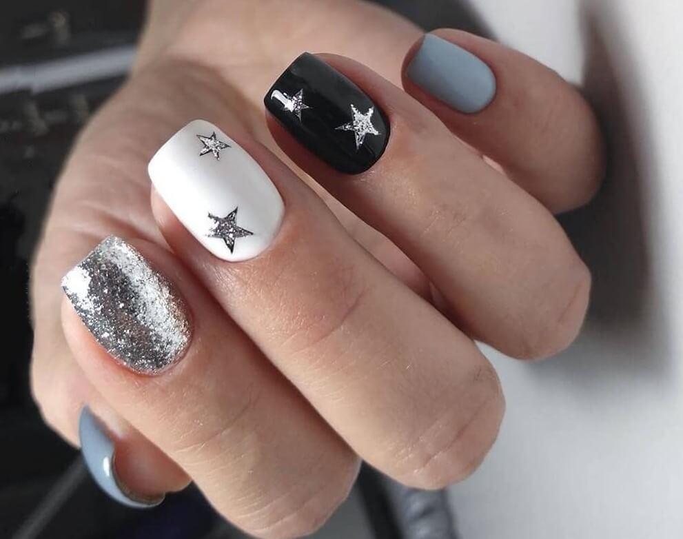 Маленькие рисунки на ногтях блестками