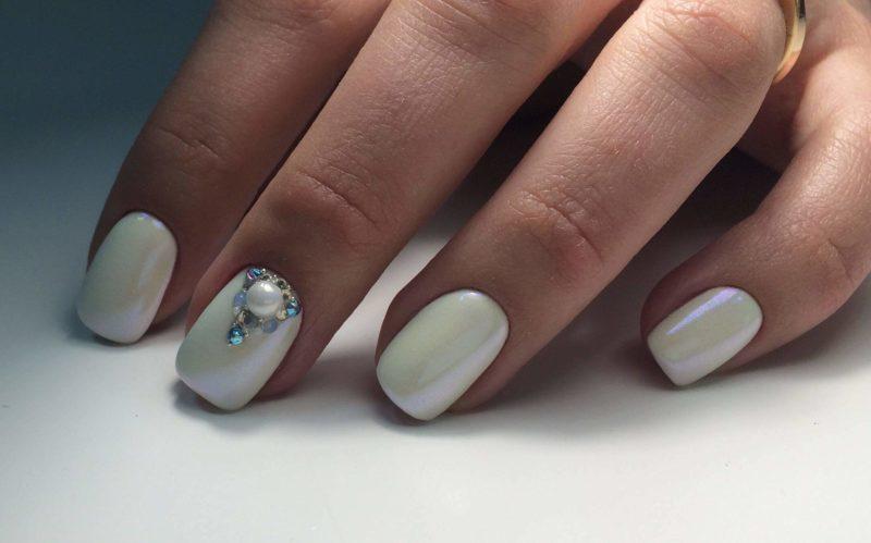 Жемчуг в дизайне ногтей
