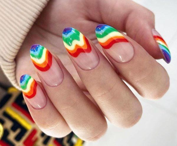Маникюр с рисунком радуга