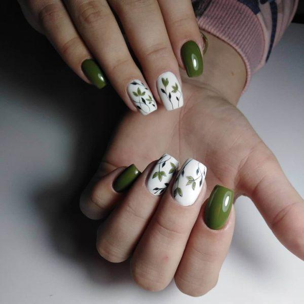 Маникюр с рисунком в зеленом цвете