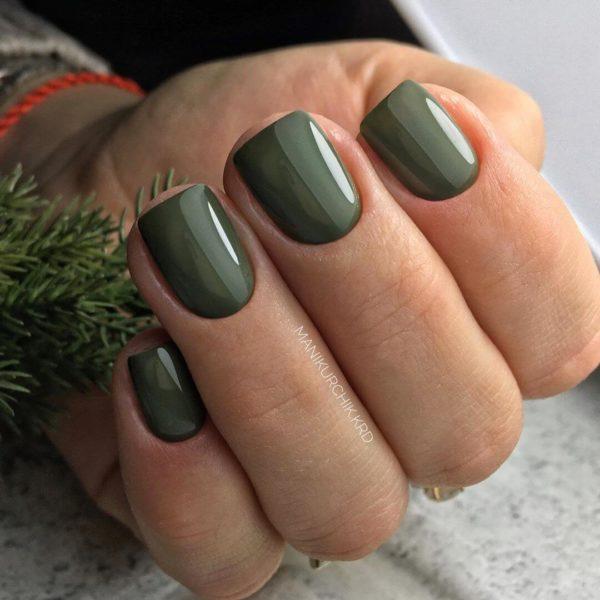 Зеленый маникюр на короткий квадрат
