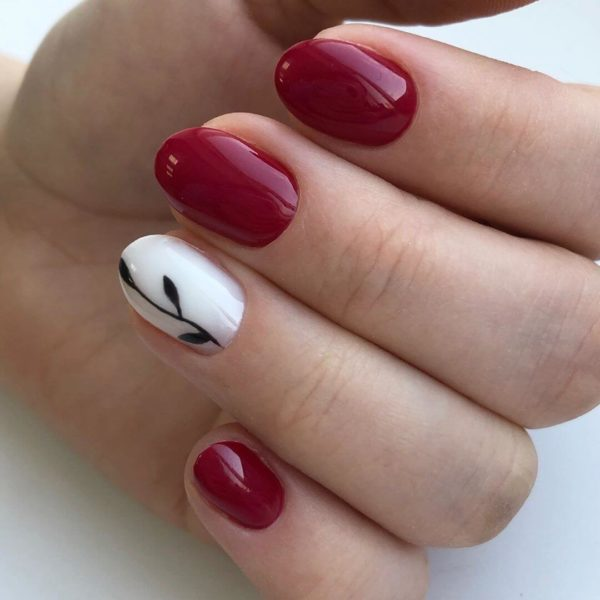 Бело-красный маникюр на короткий овал