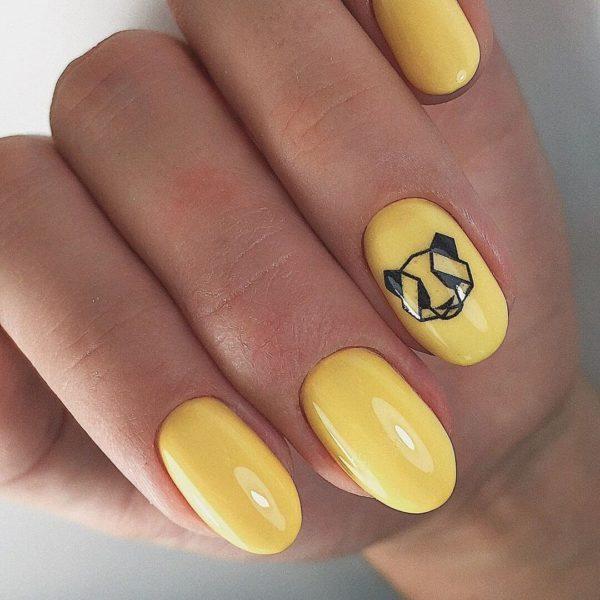 Желтый маникюр на короткий овал