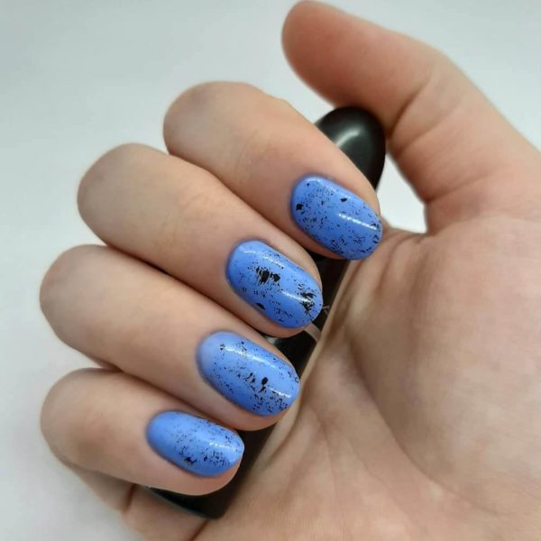 голубой маникюр на короткий овал