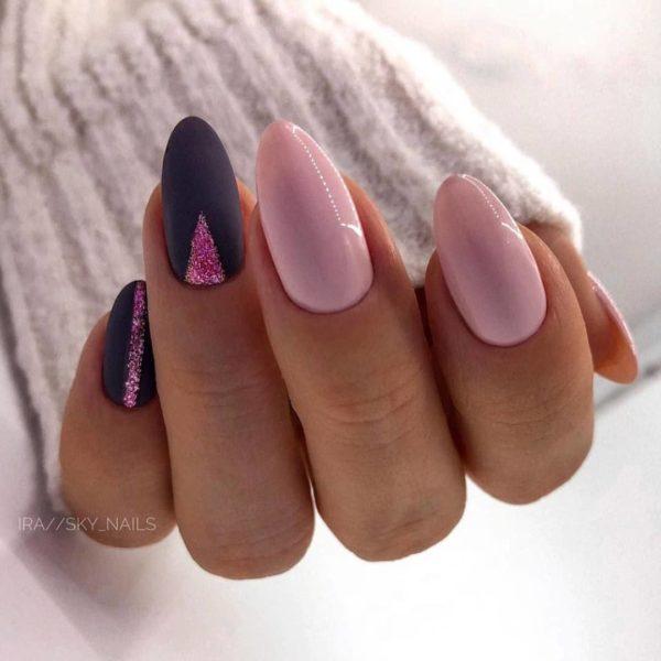 Розово-фиолетовый маникюр с блестками